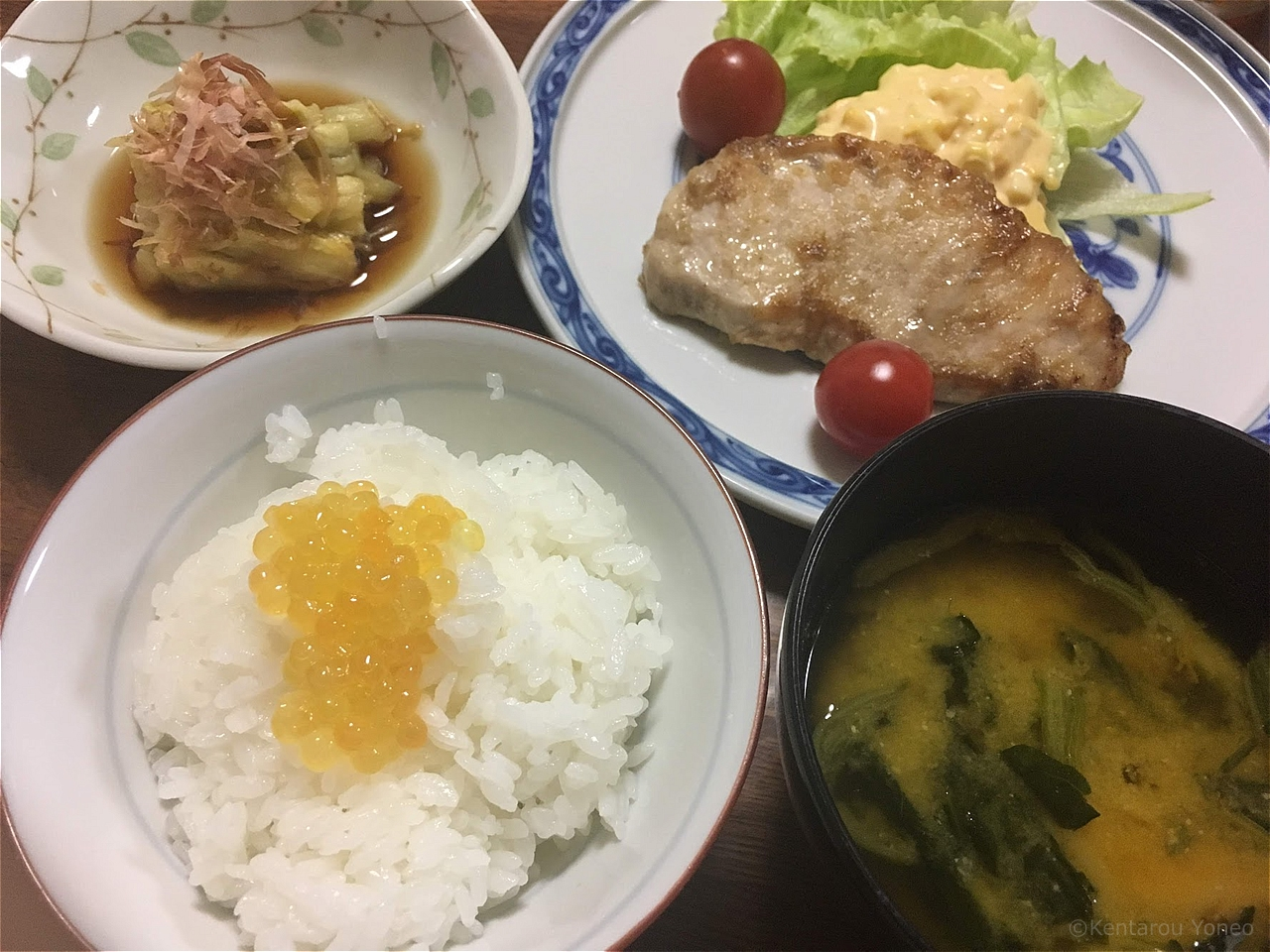 黄金イクラと食卓