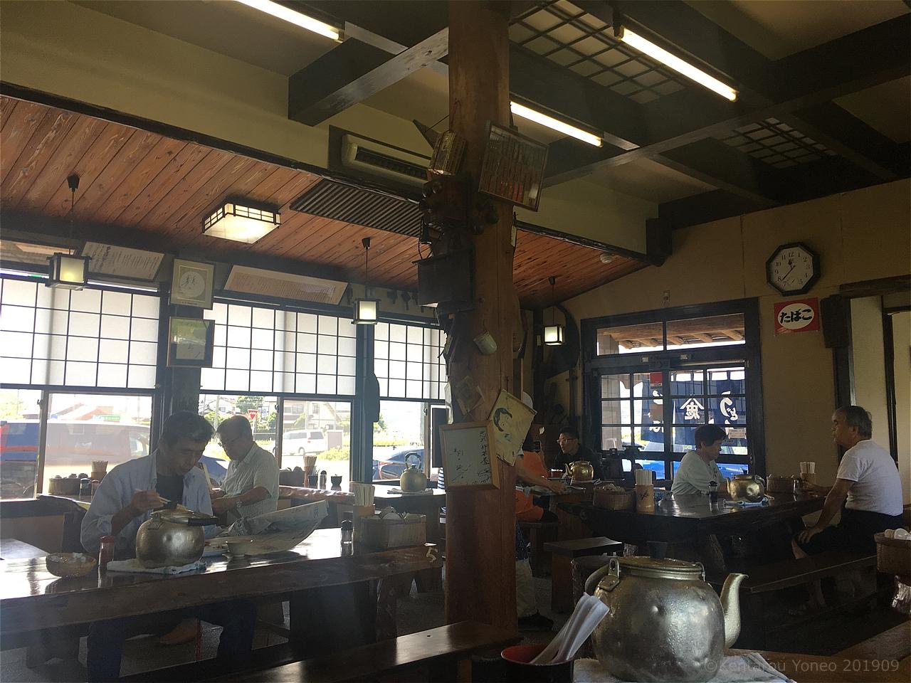 忠太郎茶屋の店内(テーブル)