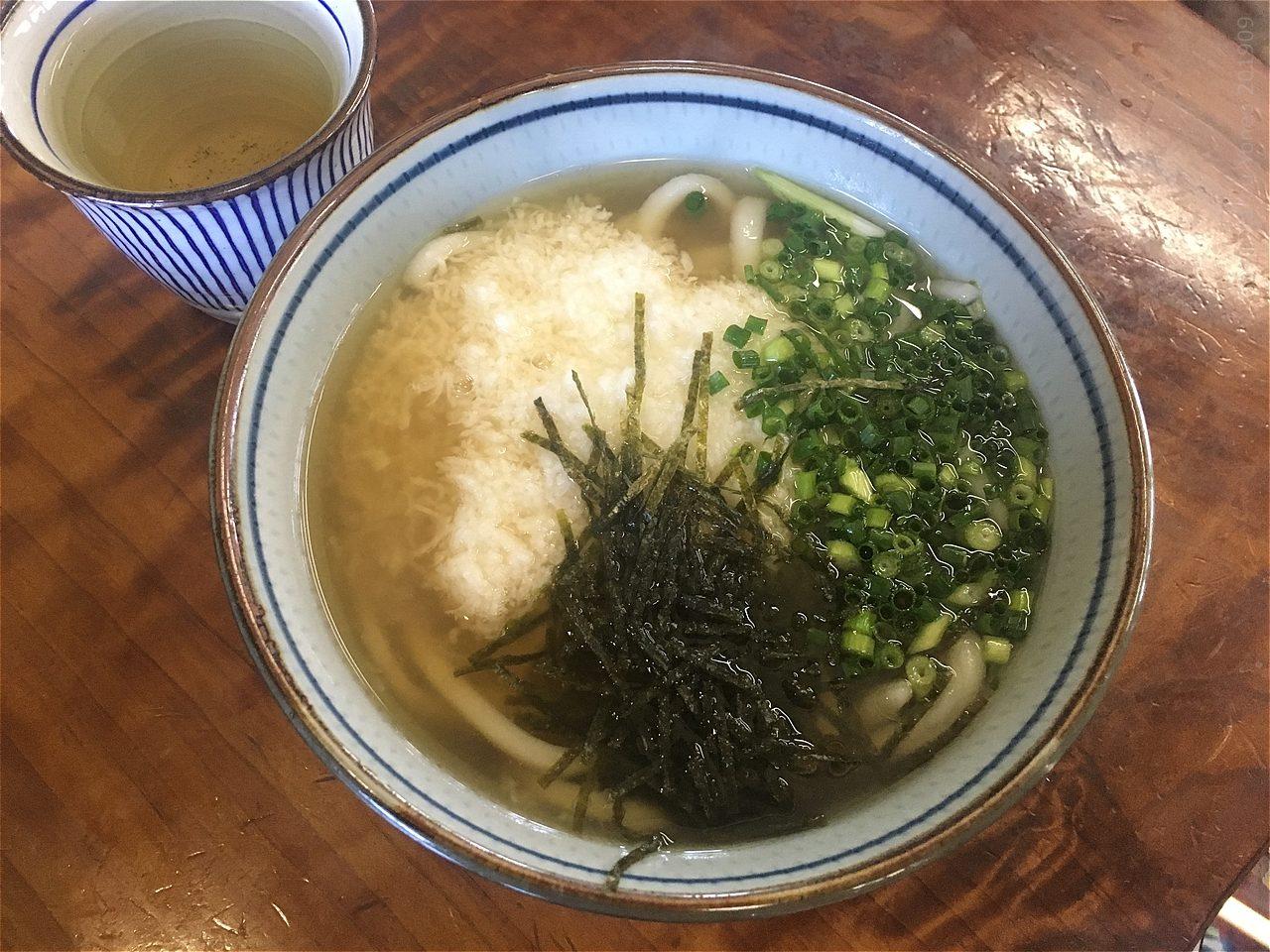 忠太郎茶屋の山かけうどん(山芋うどん)